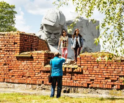 Брестская крепость, монументы и люди - 1 Брестская крепость мужество монумент памятник день победы взгляд