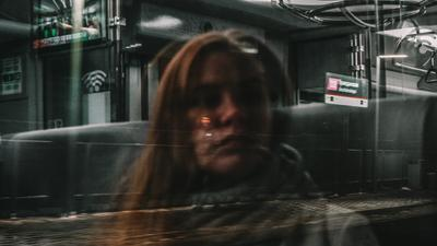 В дороге Метро станция москва девушка портрет окно