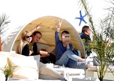 Привет из Сочи! улыбка настроение Сочи пляж отдых день море жанр путешествие юг Россия компания