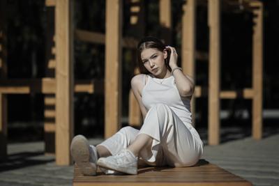 Алина! Девушка открытые плечи гламур.естественный свет