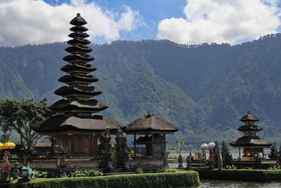 Храм Улун Дану, Бали Улун Дану Бали