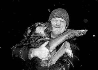 Нечаянная встреча Собака человек объятия