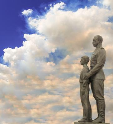 Николай 2 с сыном николай 2 памятник сын небо облака