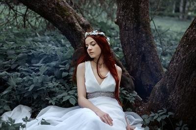 Меланхолия девушка лес туман платье