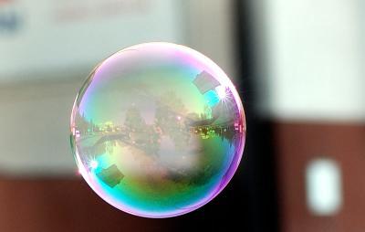 отражения мыльные пузыри