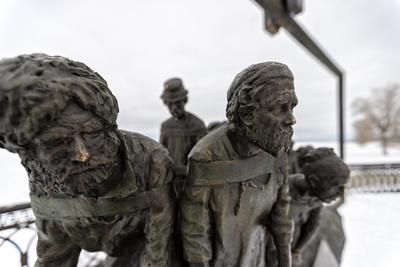 как вы там живёте, потомки? бурлаки Самара скульптура