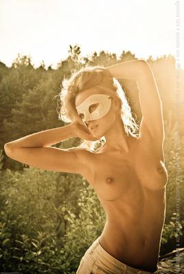 Летняя солнце девушка ню закат кожа тепло