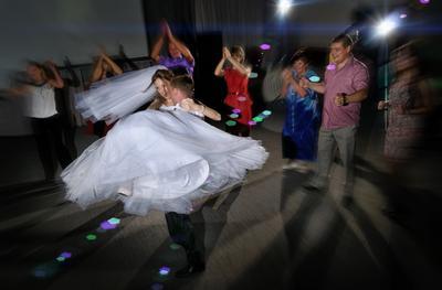 свадебный фотограф Челябинск - Танец жениха и невесты свадебный фотограф Челябинск 79227106772