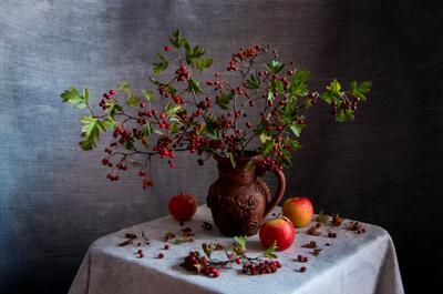 Осенний каприз Осень натюрморт боярышник осенние яблоки октябрь