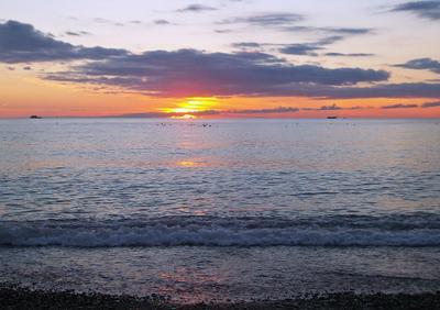 Закат в Сочи ... море закат берег волны небо облака
