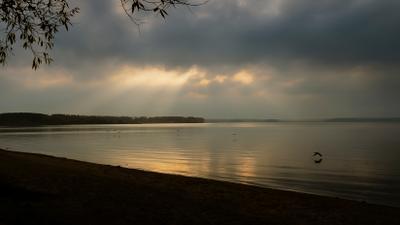 На ночевку вечер закат облака озеро берег