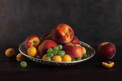 Крыжовник и персики
