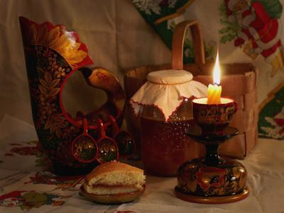 Натюрморт с хохломой натюрморт хохлома свеча вечер пирог
