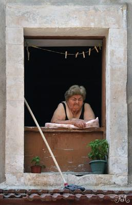 Окно из Евросоюза (Греция, Крит) Греция, Крит, Ретимно, окно, гречанка