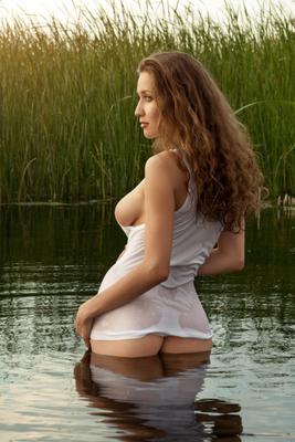 *** фото цвет гламур вода камыш Волга девушка майка