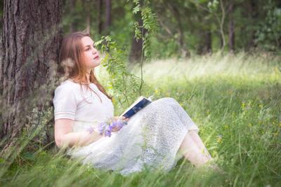 Мечты девушка мечта книга лес парк трава цветы лето