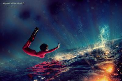 Б/Н девушка вода солнце лучи солнца море дайвинг воображение космос