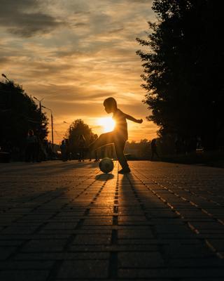 Life is a game. mdpphoto street sunset football streetphotography tver streetportrait