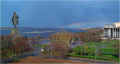 Радуга над Волгой Волгоград Красноармейский река Волга монумент Ленин разлив радуга набережная