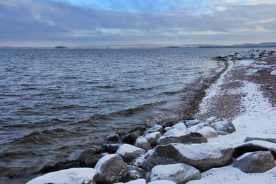 *** озеро, холод, север, снег, пасмурно, камни, вода, колвица