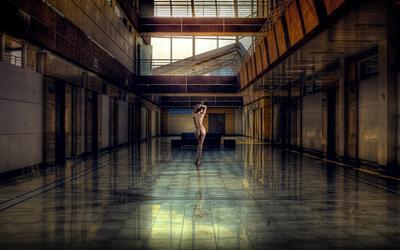 City Life ню девушка спина ноги город урбан тело арт пейзаж обработка эротика поза модель