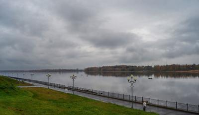 Октябрь, моросит... (#3) город Рыбинск набережная река Волга осень дождь моросит