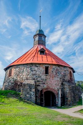 Круглая башня башня крепость Корела Приозерск лето небо