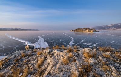 Край островов . Байкал Малое море Боргадогон Ольтрек Огой Ольхон лед Февраль