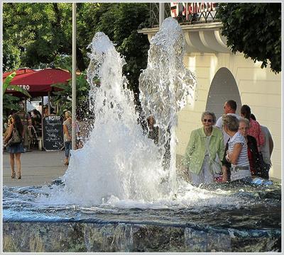 есть чему любоваться... фонтан Леопольдплатц Баден-Баден Германия август 2013