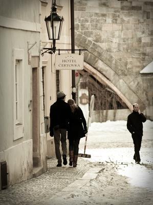 *** улочка, Прага, Чехия, пара
