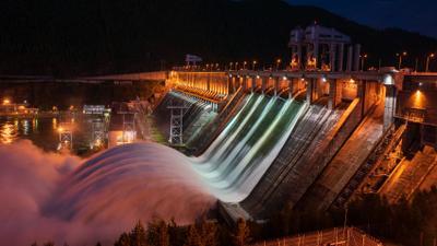Красноярская ГЭС ГЭС Красноярская Красноярск сброс воды ночь вечер паводок Енисей