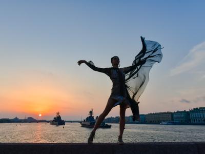 Танец танец набережная Питер рассвет девушка