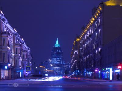 Меж двух домов ночь штатив выдержка город фиоллентоваяночнушка