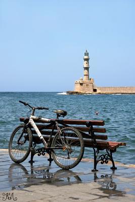 На пристани (Греция, Крит, г.Ханья) Пристань, лавка, велосипед, отражение, море, маяк