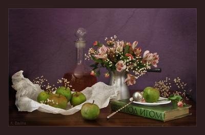 Под игом цветы графин яблоки
