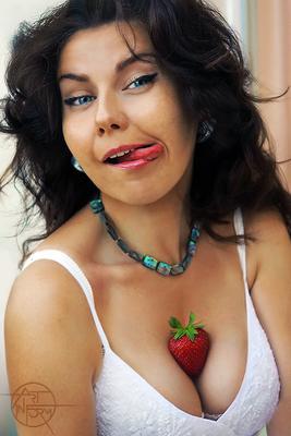 Клубничка Art-In-Form Портрет Strawberry Sexy Model