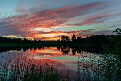 Багряный закат озеро Селигер