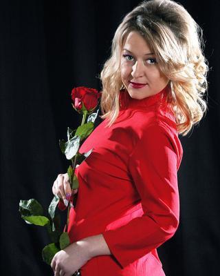 Девушка в красном Модель студия портрет