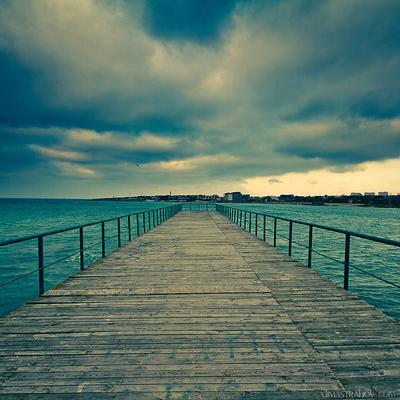 Выход обязательно будет... Севастополь, пирс, море, облака, небо
