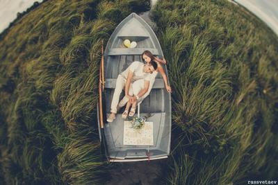 в неизведанное лодка плавание озеро любовь невеста жених горько