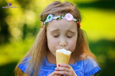 Сладкоежка девочка мороженное портрет лето вкусно сладко
