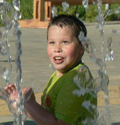 Вода вверх Новоуральск парк.фонтан
