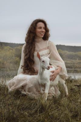 Алёнушка девушка козленок деревня винтаж природа