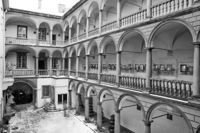 Итальянский дворик во Львове Львов Итальянский дворик