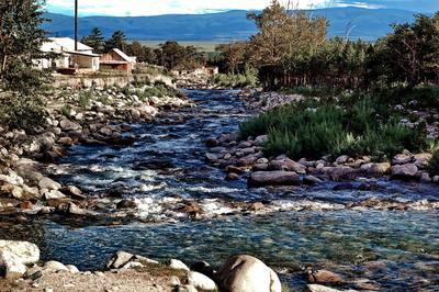 Река Кынгырга в 2009 году речка камешки перекаты Аршан Кынгырга лето