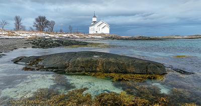 Церковь Церковь религия Норвегия море берег небо облака водоросли