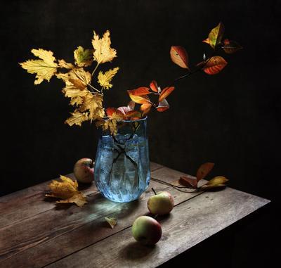Осень в голубой вазе