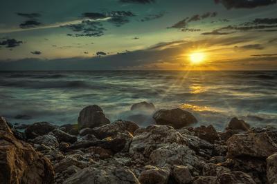 Закат море вечер закат облака бухта пейзаж прибой