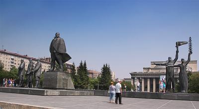 Памятник Ленину на площади Ленина Новосибирск Ленин