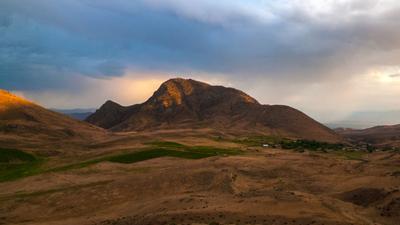 последние лучи уходящего дня Армения гора Armenia вечер